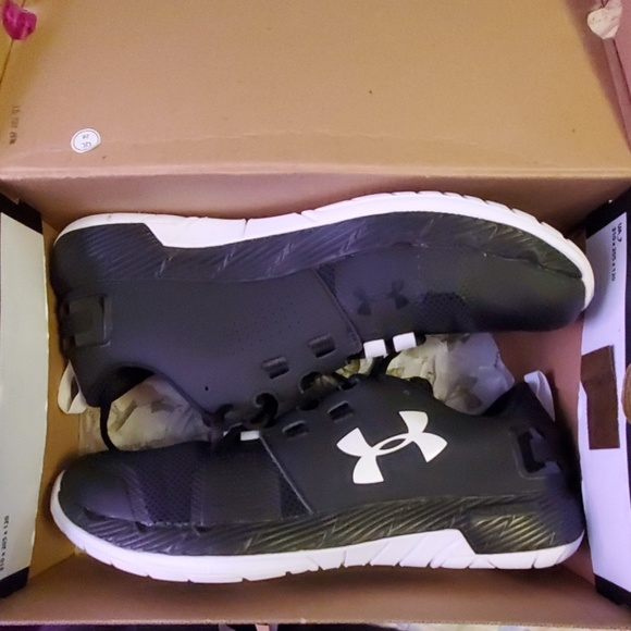 900784aa Under armour UA Commit TR x NM NWT